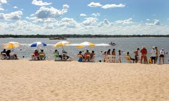 De norte a sul do Estado, muitos tocantinenses e turistas curtem as altas temperaturas, sempre próximas dos 40 graus