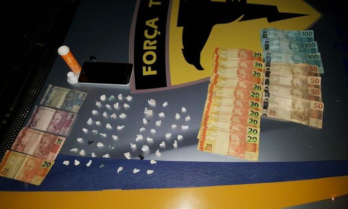 Drogas e dinheiro apreendido com mulheres suspeitas de tráfico em Guaraí.