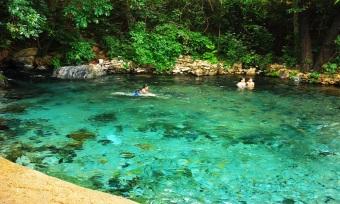O Rio Azuis é considerado o menor rio do Brasil e o terceiro menor rio do mundo, de acordo com o Guinness Book (Livro dos Recordes)