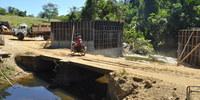 Construção de ponte de concreto pelo  PDRIS em Xambioá substituirá ponte de madeira Thiago Sá.JPG