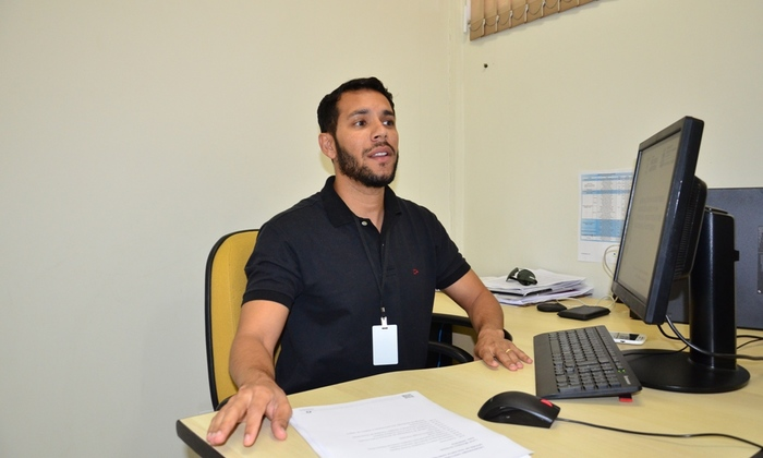 O inspetor sanitário Thiago Azevedo  explica que oficina é oferecida a representantes de municípios onde há atividades voltadas para a temporada de praia no Tocantins
