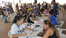 Dezenas de famílias realizaram o recadastramento imobiliário dos seus imóveis no Jardim Taquari, que teve início nesta terça-feira, 23