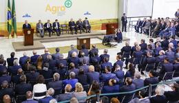 O Agro + foi lançado pelo Presidente interino Michel Temer e prevê, com a eliminação de entraves, um ganho de eficiência estimado em R$ 1 bilhão ao ano, para o setor privado e o governo