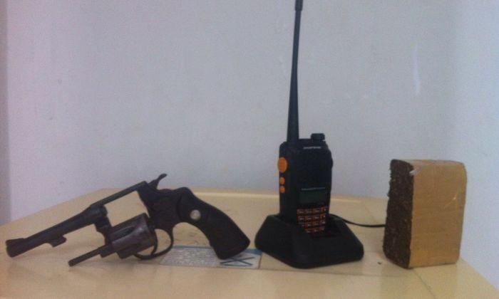 PM apreende arma de fogo, droga e rádio com menor infrator em Araguaína.