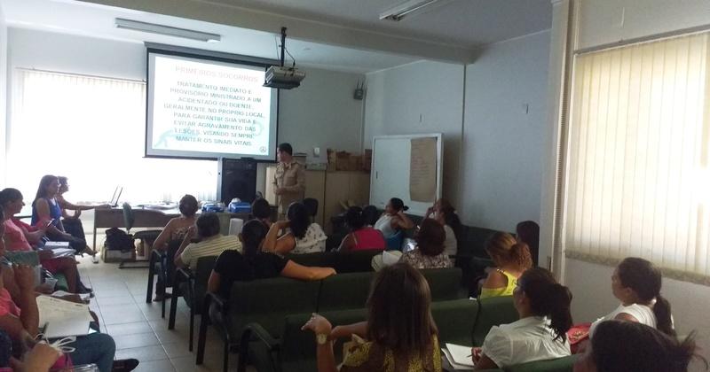 Durante a formação, os alfabetizadores do PBA participaram de palestras com entidades como Cras, Naturatins e Corpo de Bombeiros (foto)