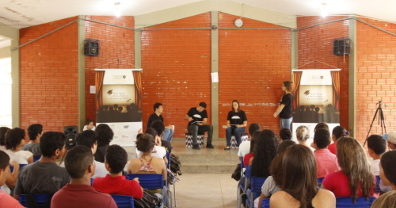 Utilização de games e apresentações teatrais fazem parte das ações do programa para mobilizar os estudantes