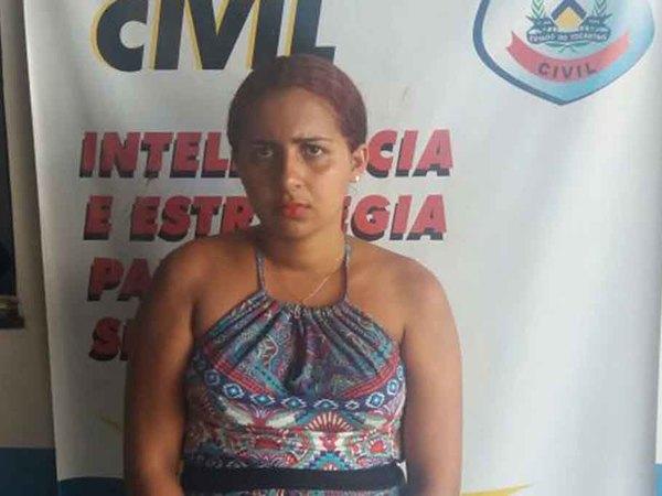 Naria Rúbia Barbosa, de 22 anos,  é suspeita pela prática do crime de tráfico de drogas e foi capturada, por volta das 15h30
