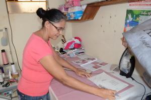 A costureira Marlene Pereira viu no microcrédito a oportunidade de profissionalizar o seu trabalho