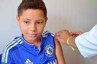 Manoel Ferreira aproveitou a folga da escola e atualizou cartão de vacinas no Dia D