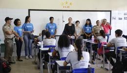 Equipe do Senai e da Diretoria Regional de Educação de Palmas mobilizam alunos para que eles conheçam novos cursos e profissões
