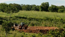 O projeto Barraginhas visa a construção de pequenas bacias de captação de água da chuva, evitando erosões e assoreamento de pequenos rios