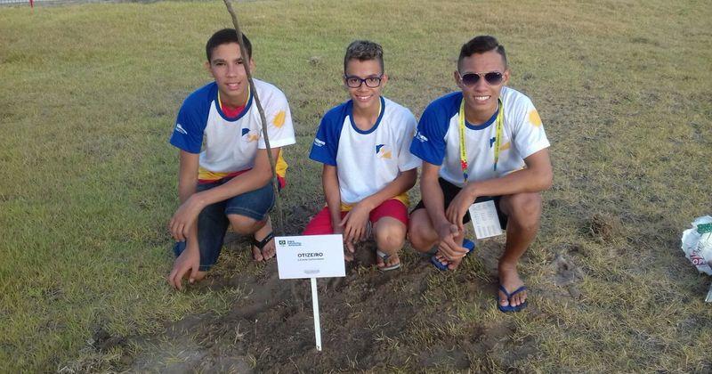 Michel de Abreu, Matheus Mendes e Vitor Nunes participaram da ação representando a delegação do Tocantins