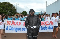 Para disseminar ainda mais a cultura da prevenção de focos do Aedes, os agentes de endemias se vestiram de mosquito da den.JPG