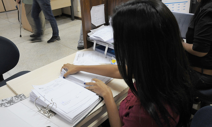 Adolescente egressa do Socioeducativo que trabalha no Detran Tocantins.