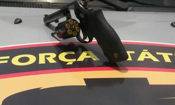 Arma com munições apreendidas no centro de Araguaína.