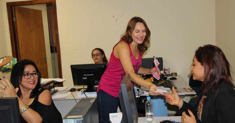 A ação visa orientar e conscientizar as servidoras sobre o câncer de mama
