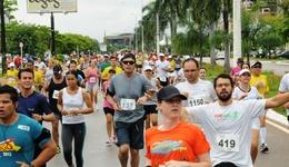 Atletas durante a disputa da XV edição da Meia Maratona do Tocantins no ano passado