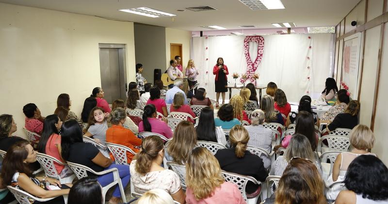 Professora Wanessa Sechim lembra a importância das servidoras fazerem os exames de prevenção