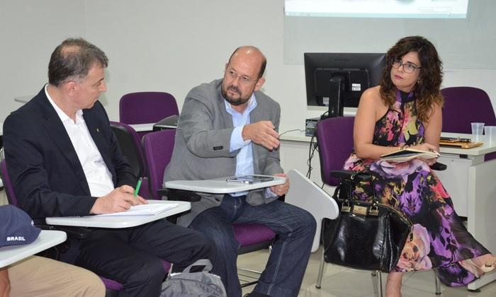 Marcos Musafir ao lado de Vítor Pavarino (E) e Liliana Fava (E)