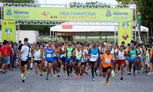 Cerca de 800 corredores participaram da XVI Meia Maratona de Palmas que contou com premiação em dinheiro, para os primeiros colocados, e medalhas, para todos os participantes que concluíram o trajeto