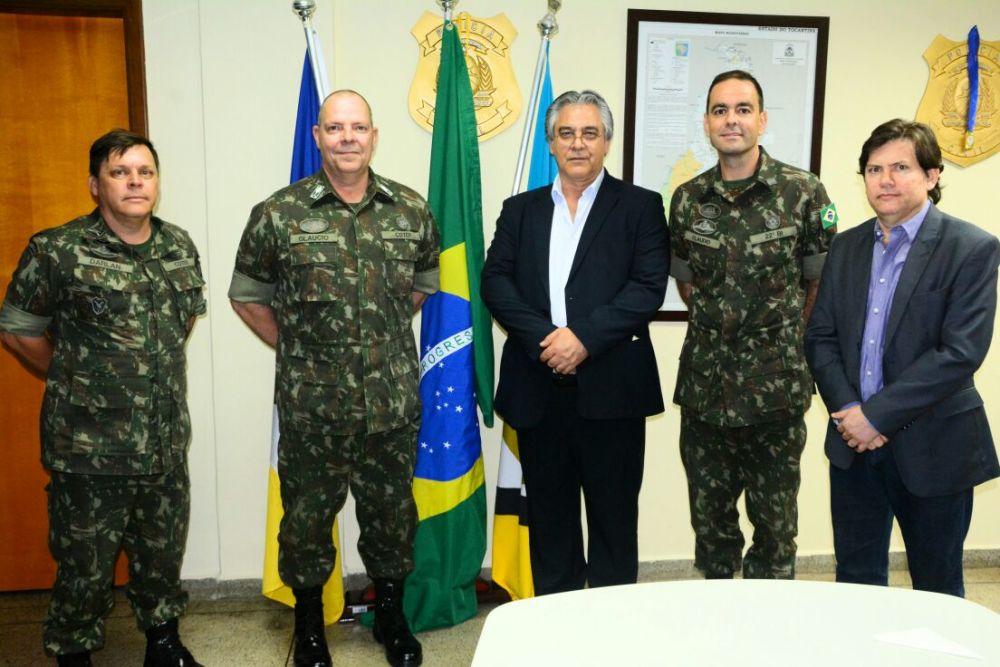 5176d4aa32 Secretário da Segurança Pública recebe visita de General do Exército  Brasileiro ...