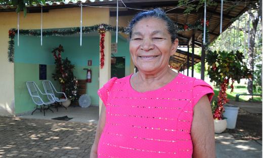 A idosa Antônia de Carvalho, 65 anos, moradora de Lagoa da Confusão, também está na luta contra o câncer no colo do útero, ela ressalta a gratidão pelo acolhimento que recebe de todos na Casa