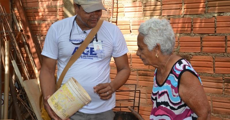 Agentes estão orientando moradores sobre combate ao mosquito - Nielcem Fernandes (7).JPG