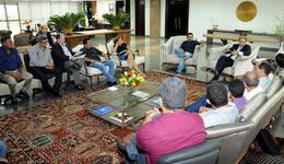 O prefeito de Miracema, Moisés Costa, veio ao Palácio Araguaia acompanhado de vereadores e membros da sua equipe de governo