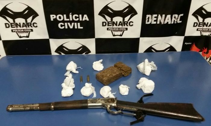 Drogas e arma de fogo apreendidas pela Denarc