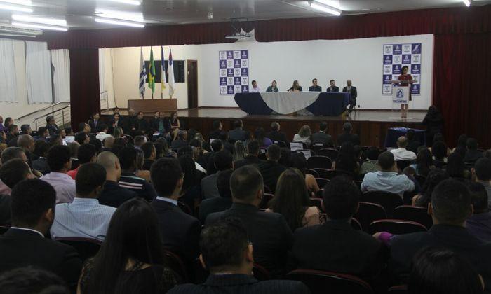 A secretária e paraninfa das turmas, Gleidy Braga, falou sobre o percurso do concurso para chegar até a finalização deste curso.