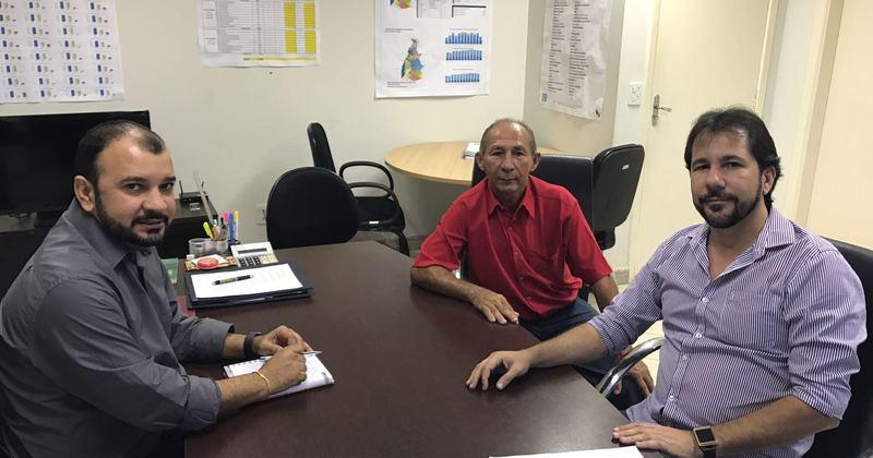 Presidente da ATS em reunião com o prefeito de Jaú do Tocantins, Onassys Moreira