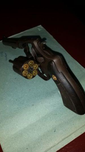 Arma apreendida pela PM com autores de roubo em Colinas.