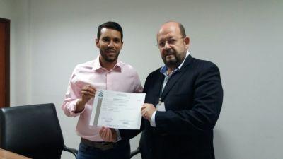 Secretario recebe licenciamento
