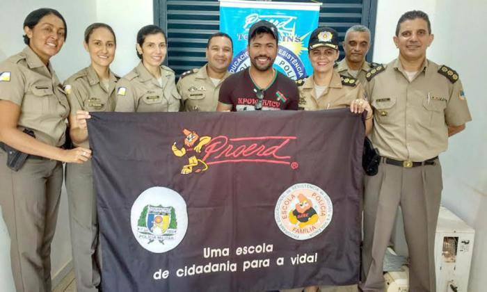 Cantor João Lucas foi recebido pela equipe do Proerd em Palmas