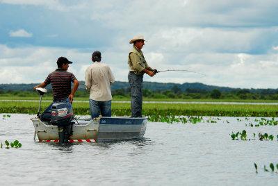 A diversidade e quantidade de rios no território tocantinense se torna uma atrativo para a prática de pesca esportiva em diversas regiões do Estado