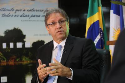 Governador inaugura o Centro de Informações e Decisões Estratégicas em Saúde e entrega 17 ambulâncias