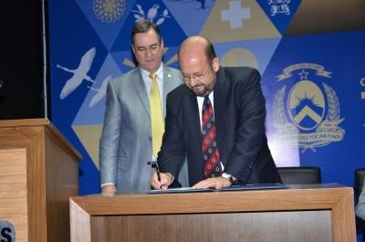 Secretário assina termo que vai fortalecer as ações de saúde públicas