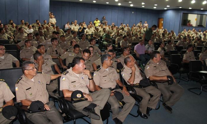 Policiais Militares participam de apresentação da Operação Carnaval