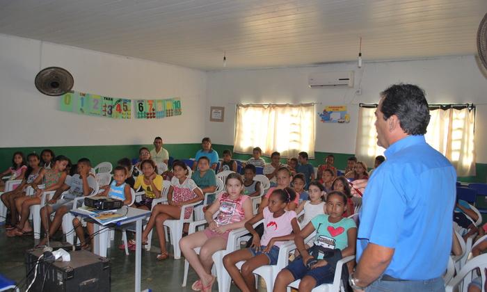 Estudantes acompanham palestras