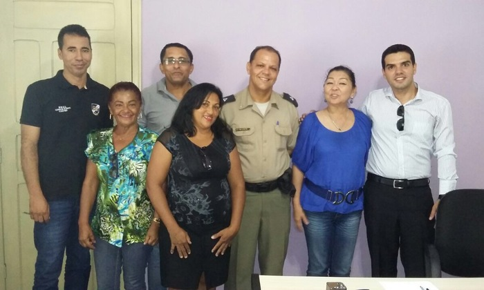 Assessoria da Polícia Comunitária participa de reunião com prefeita de Brejinho de Nazaré.JPG