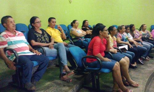 Servidores públicos, secretários e vereadores participaram de reunião