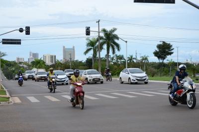 Obrigatoriedade dos faróis acesos para motos