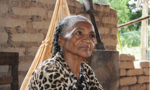 Líder comunitária Noemi Ribeiro comemora entrega da obra para a comunidade