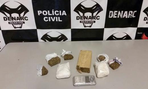 Durante operação foram apreendidos 1,5 Kg de maconha e 500 gramas de cocaína