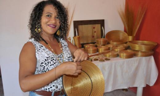 A artesã e microempreendedora Durvalina Ribeiro sobrevive do artesanato de capim dourado há 29 anos