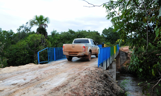 A ponte facilitará o acesso de automóveis e pedestres ao povoado Mumbuca, que ficou conhecido nacionalmente e internacionalmente pela produção do artesanato com Capim Dourado