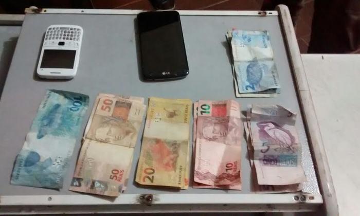 Dinheiro e celulares roubados em comércio foram recuperados pela PM em Colinas.