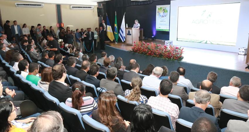Sandra Regina da Silva Pereira fez do seu discurso uma explanação da participação na Agrotins, enfocando a oportunidade que oferece aos produtores