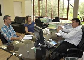 O presidente do Fórum, Alexandro de Castro, a vice-presidente, Janaina Aires, e o superintende James Possapp em reunião nesta segunda
