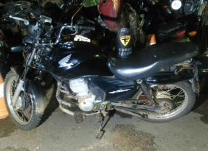 Moto apreendida com suspeito de roubo em Araguaína.